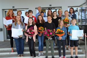 Jugendliche für Bedeutung von Impfungen sensibilisieren: Erfolgreiche Kontrolle der Impfpässe in Schulen im Rheinisch-Bergischen Kreis